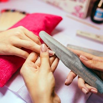 Modeláž umělých nehtů